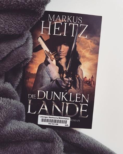 DiedunklenLande_Cover